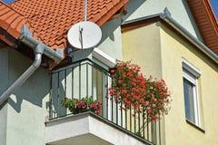 Une partie d'une maison avec l'antenne photographie stock libre de droits