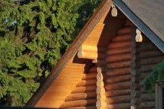 Une partie d'une maison en bois images stock