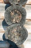 une partie d'une vieille cabane en rondins en bois Images libres de droits
