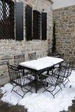 Une partie de café de rue en hiver Images stock
