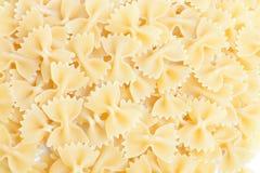 Une partie de Farfalle cintre des pâtes d'isolement sur le blanc Images stock