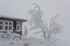 Une partie de la maison en hiver Photos stock