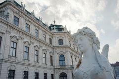 Une partie de la statue de façade et de sphinx de belvédère à Vienne photographie stock