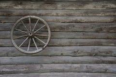 Une partie de la vieille maison roue image libre de droits