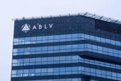 Une partie de maison de banque d'ABLV pendant les chutes de neige photo stock
