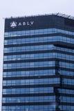 Une partie de maison de banque d'ABLV pendant les chutes de neige image stock