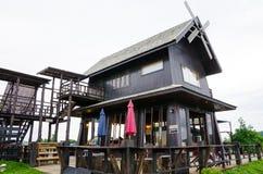 Une partie de maison en bois brune Photographie stock libre de droits