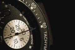 Une partie de montre de tachéomètre dans l'ombre photographie stock
