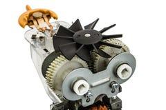 Une partie de moteur électrique avec la fan, plan rapproché, d'isolement sur le CCB blanc Image stock