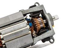 Une partie de petit moteur électrique, plan rapproché, d'isolement sur le backgr blanc Photos libres de droits