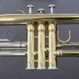 Une partie de trompette en laiton bruyante d'instrument d'orchestre photos stock