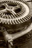 Une partie de vieux mécanisme industriel grande roue dentée rouillée Photos libres de droits