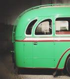 Une partie de vieux rétro autobus vert porte arrière Image libre de droits