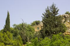 Une partie des jardins et des voies antiques de l'eau de Banias au fond du mont Hermon dans Golan Heights Israel du nord photographie stock libre de droits