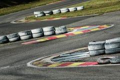 Une partie du champ de courses avec des pneus image libre de droits