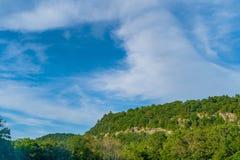 Une partie du Deerpark près du péage de Guymard, tributaire de la région unique du fleuve Delaware dans le Catskills, NY, Etats-U photographie stock