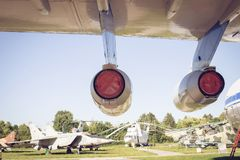 Une partie du moteur d'avions à l'arrière-plan des hélicoptères Image stock