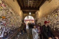Une partie du mur couvert de messages d'amour en maison de Juliet, Vérone, Image stock