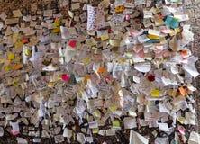 Une partie du mur couvert de messages d'amour en maison de Juliet, Vérone, Images libres de droits