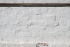 Une partie du mur de la brique rouge avec le plâtre et l'ombre Image libre de droits