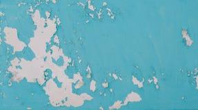 Une partie du revêtement mural du ` s de bâtiment avec la turquoise a ébréché la peinture comme fond ou contexte photo libre de droits