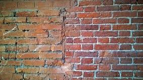 Une partie du vieux mur de briques de couleur rouge-brun Photographie stock libre de droits