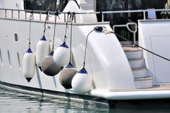 Une partie du yacht blanc dans la grande taille Photographie stock