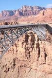 Une passerelle plus neuve de Navajo au-dessus de Fleuve Colorado Images libres de droits