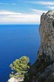 Une pente de montagne dans la mer Images libres de droits