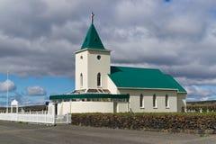 Une petite église dans Reykjahlid images stock