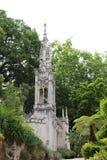 Une petite chapelle dans le style néogothique en Quinta da Regaleira dans Sintra Image libre de droits