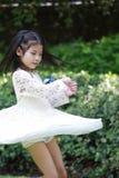 Une petite fille asiatique mignonne Photographie stock libre de droits