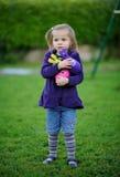 Une petite fille avec ses jouets Image stock
