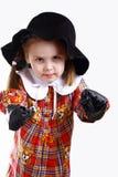 Une petite fille dans la boxe de chapeau Photo libre de droits
