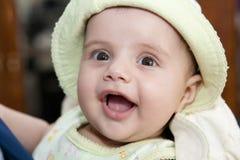 Une petite fille dans un chapeau Photographie stock libre de droits