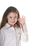 Une petite fille posant avec des spestacles Image stock