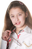 Une petite fille posant avec des spestacles Images stock