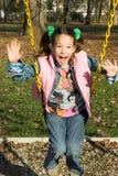 Une petite jolie oscillation d'enfant Photographie stock