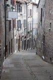 Une petite rue à Urbino Photographie stock