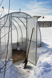 Une petite serre chaude en hiver Photographie stock libre de droits