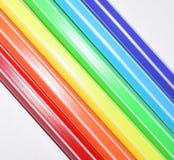 Une photo d'un arc-en-ciel peint avec les stylos feutres colorés Symboles des personnes de LGBT Images libres de droits