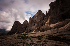 Une photo d'une montagne photographie stock
