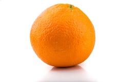 Une photo d'une orange fraîche d'isolement sur le blanc photos libres de droits