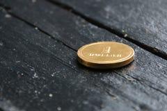 Une pièce d'or du dollar, argent ou idée de revenu photographie stock