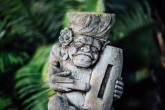 Une pierre dans un style très fleuri découpée dans Bali Photographie stock libre de droits