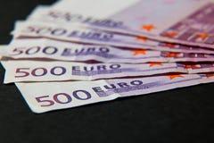 Une pile d'argent 500 euros stockent l'image Images stock