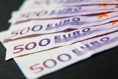 Une pile d'argent 500 euros stockent l'image Photo libre de droits