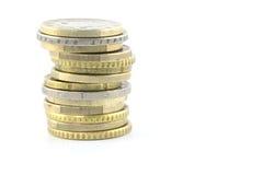 Une pile d'or et d'euro pièces de monnaie argentées Photo stock