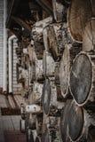 Une pile de bois de bouleau pour le chauffage domestique et la cuisson photographie stock libre de droits