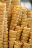 Une pile de cônes de crême glacée Images libres de droits